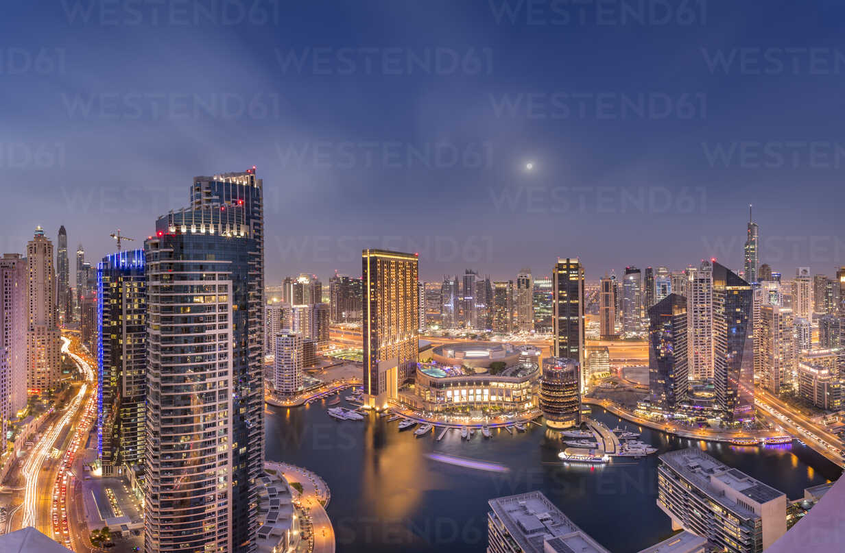 UAE, Dubai, view to Dubai Marina by night - NKF000296 - Stefan Kunert/Westend61