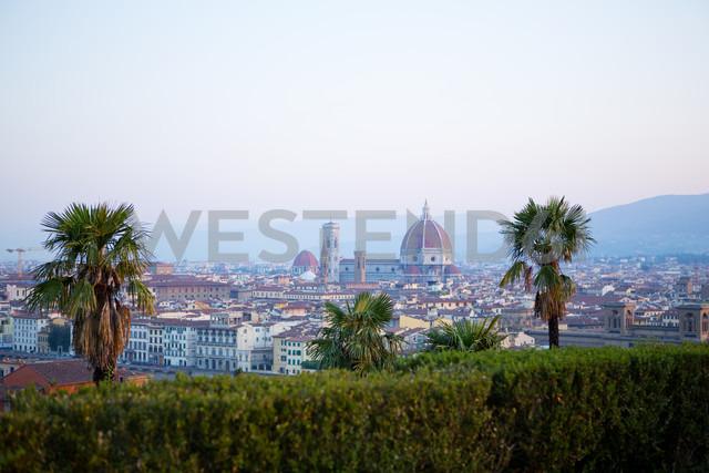 Italy, Florence, cityscape with Basilica di Santa Maria del Fiore - MAEF010795