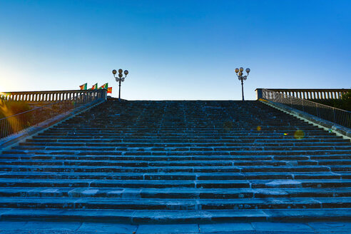 Italy, Florence, stairs at Piazzale Michelangelo - MAEF010805
