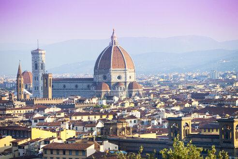 Italy, Florence, cityscape with Basilica di Santa Maria del Fiore - MAEF010808