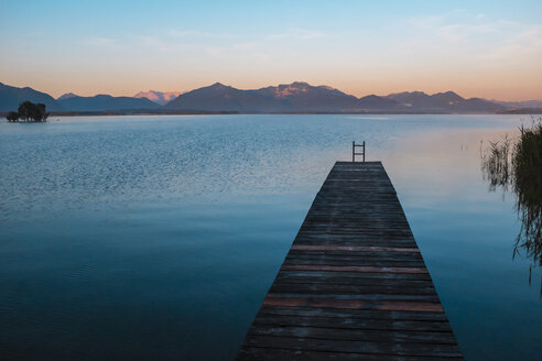Germany, Bavaria, Chiemgau, Lake Chiemsee, wooden jetty in the evening - HAMF000048