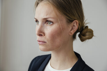 Serious young businesswoman thinking - MFF001851