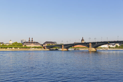 Germany, Mainz, view to parliament at Deutschhaus Mainz and Theodor Heuss Bridge with Rhine River in front - SIEF006648