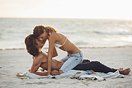 Romantic young couple on beach - CHAF000724