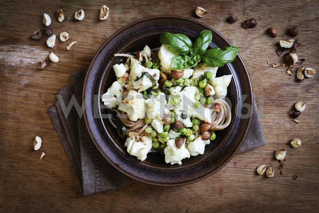 Dish of whole grain spelt spaghetti with roasted cauliflowers, hazelnuts, peas and basil - EVGF002097