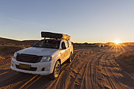 Namibia, Namib Desert, Namib Naukluft National Park, off-road vehicle with roof tent - FO008175