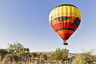 South Africa, North West, Bojanala Platinum, hot-air balloon at Pilanesberg Game Reserve - FO008197