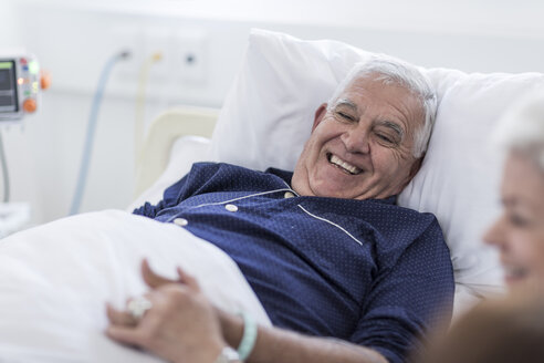 Family visiting senior patient in hospital - ZEF006761