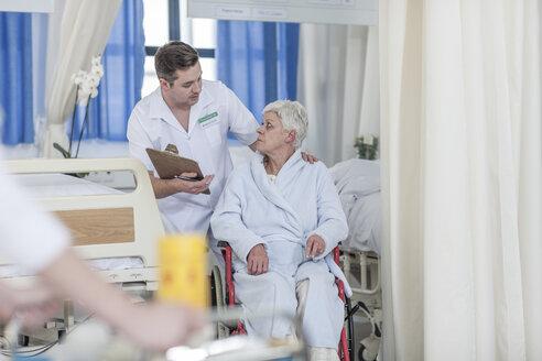 Nurse with elderly female patient in wheelchair - ZEF006847