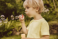 Boy blowing soap bubbles - MFF001885