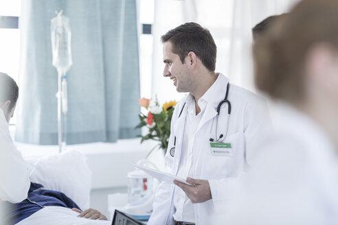 Doctors examining patient in a hospital room - ZEF006265