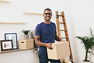 Young man moving in - EBSF000798