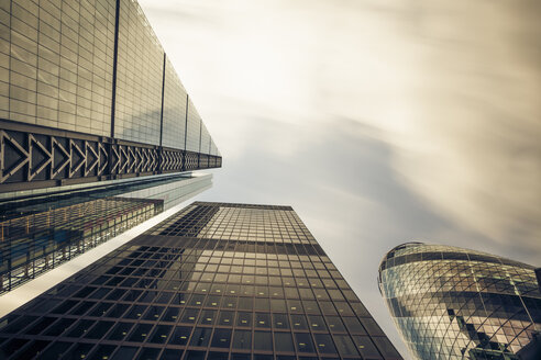 UK, London, facades of office towers at financial district seen from below - ZMF000429