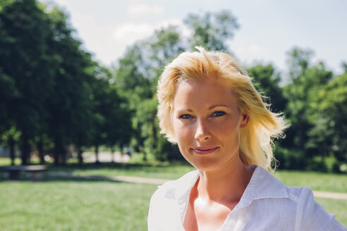 Portrait of smiling mature woman at a park - CHAF000909