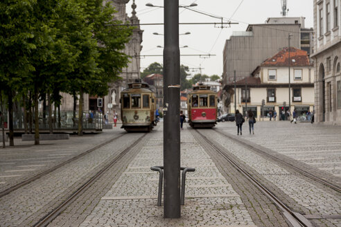 Portugal, Lisbon, street scene with trams - HCF000132