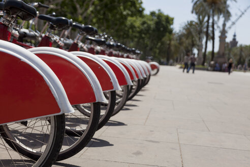 Spain, Barcelona, row of rental bikes - HCF000138
