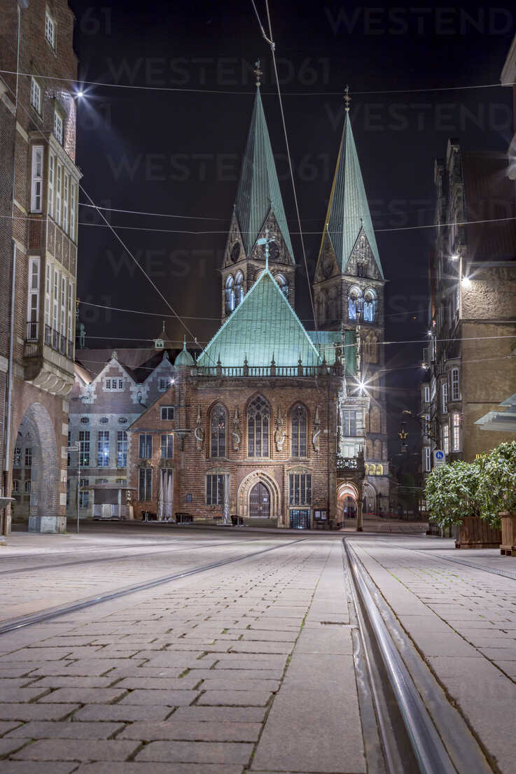 Germany, Bremen, view to Bremen Cathedral at night - NKF000335 - Stefan Kunert/Westend61