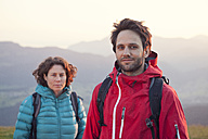 Austria, Tyrol, portrait of couple hiking at Unterberghorn - RBF002950
