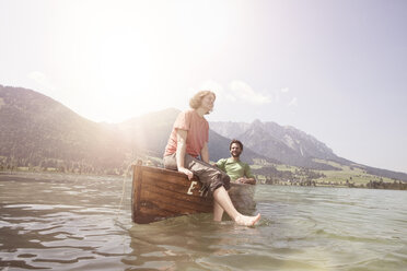 Austria, Tyrol, couple relaxing on a boat on Walchsee - RBF002988