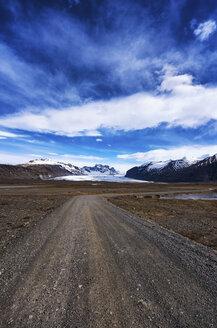 Iceland, Hafrafell, Metalled Highway, Glacier in the background - SMAF000361