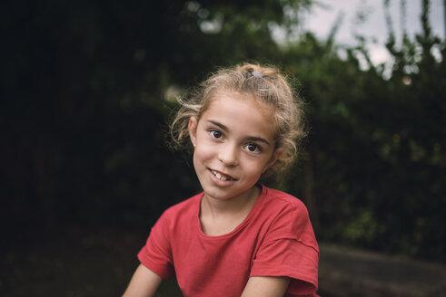 Portrait of smiling little girl - RAEF000233