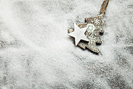Christmas decoration on wood, wooden star and Christmas tree, artificial snow, copy space - SBDF002202