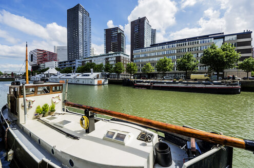 Netherlands, Rotterdam, Wijnhaven with moored boats - THAF001409