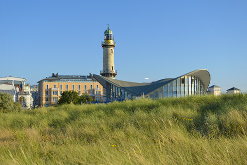 Germany, Warnemuende, view to lighthouse and restaurant - RJF000464