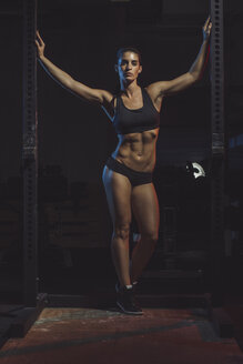 Portrait of a female athlete - MADF000487