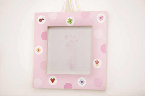 Pink picture frame with footprint of a newborn girl - MFRF000300
