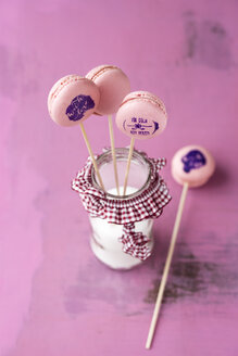Lollipop macarons with stamped motifs - MYF001101