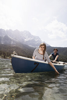 Germany, Bavaria, Eibsee, couple in rowing boat on the lake - RBF003038