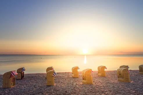 Germany, Niendorf, view to Timmendorfer Strand with hooded beach chairs at sunrise - PUF000408