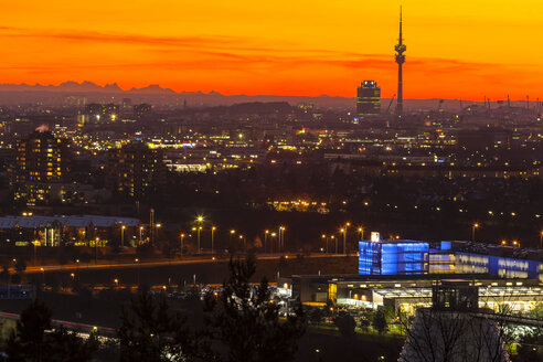 Germany, Bavaria, Munich, Cityscape at sunset with Alps in background - PEDF000063