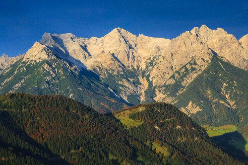 Austria, Tyrol, Hochfilzen, Alps and Wilder Kaiser - PEDF000114