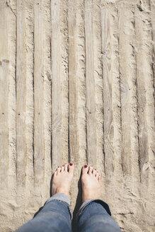 Germany, Mecklenburg-Western Pomerania, Warnemuende, woman standing on beach - ASCF000303