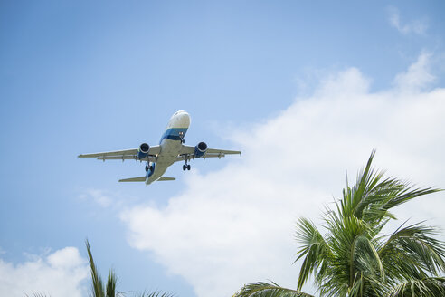 Passenger plane approaching at tropic destination - ABAF001871