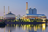 Germany, Hamburg, coal power plant in the evening - MEMF000910