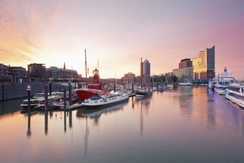 Germany, Hamburg, Elbphilharmonie and harbor in morning light - MSF004719
