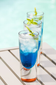 Fresh cocktail with blue curacao liquer - JUNF000389