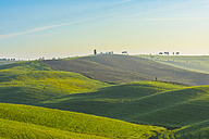 Italy, Tuscany, Val d'Orcia, view to rolling landscape - LOMF000034