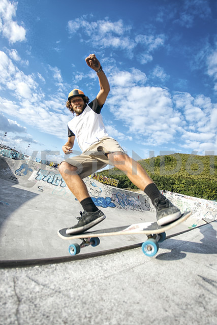 Young man skateboarding in a skatepark - MGOF000426