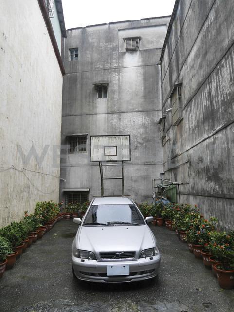 Taiwan, Car in backyard - JMF000356