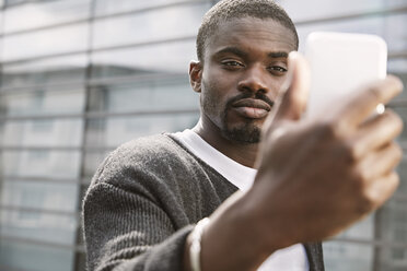 Young man taking a selfie outdoors - STKF001405