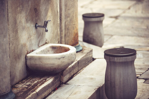 Turkey, Istanbul, place for washing the feet at a mosque - EHF000122