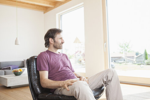 Mature man sitting relaxed in his living room - RBF003266