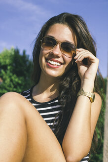 Portrait of smiling teenage girl wearing sunglasses - ABZF000098