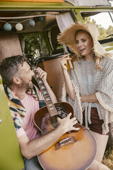 Happy couple in van making music - MFF002009