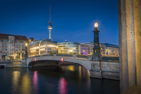 Germany, Berlin, Bridge over the Spree river with TV-Tower and historic arcade - NKF000349