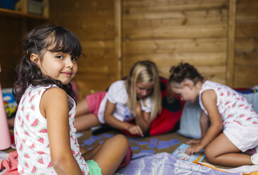 Spain, Asturias, Gijon, Little girls playing in a little wooden cottage - MGOF000468